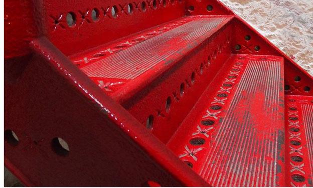 zwei rote Stufen
