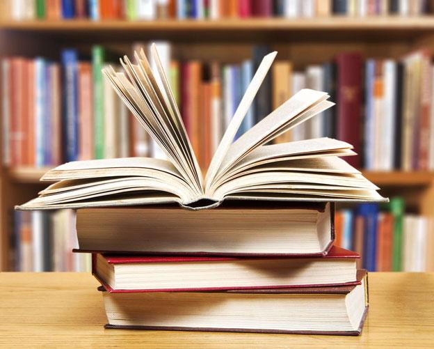 Stapel mit Büchern