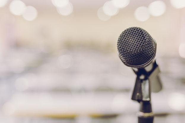 Mikrophon am Rednerpult