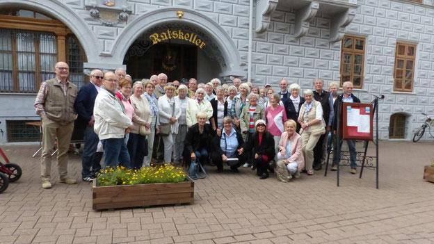 Die Teilnehmer(innen) der 3 Tagesfahrt vor dem alten Rathaus in Celle