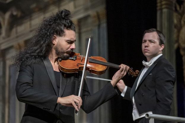 Erstes Abonnementkonzert Kulturfreunde Bayreuth Saison 2021/2022: Konzert der Staatskapelle Weimar unter Dominik Beykirch mit Nemanja Radulović - Fotos: Harbach