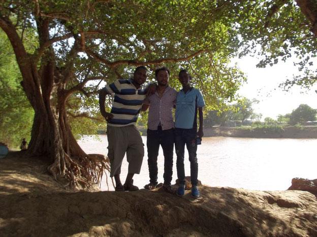 ©Textes et Photos Pascal Mawuli Macé Dassanetch Dasanech Omorate omo river pirogue Voyage Ethiopie  Commerce solidaire Mawuli-Ethiopie Migbaru Tsehay Ephrem Girmachew Maseresha