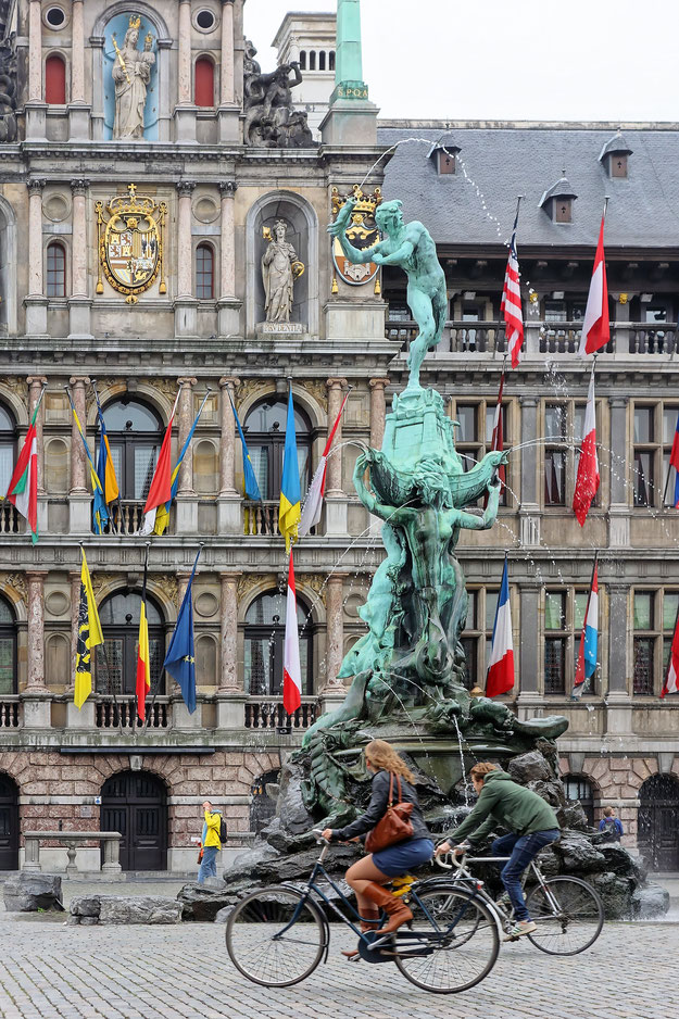 Antwerpen - Grote Markt - Brabo-Brunnen