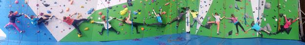 Les 12 grimpeurs du groupe Microbes-Poussins du samedi en pleine action