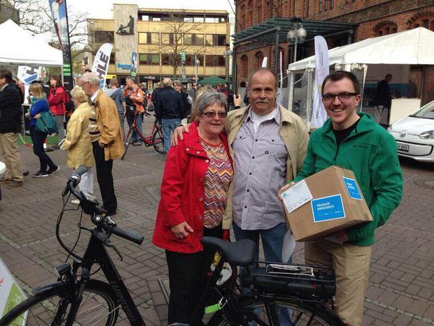 Kunden testen e-Bikes in Hannover