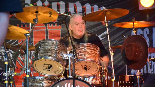 ... und der Drummer für den richtigen Beat.