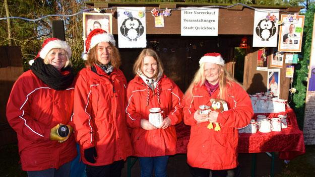 Das Veranstaltungsteam der Stadt mit Cindy Zachert, Nicole Münster, Birte Bornholdt und Anja in den Birken verkaufte Karten für städtische Veranstaltungen und Mitbringsel wie Eulen-Lichter.