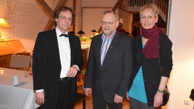 Auch Bürgervorsteher Henning Meyn und seine Frau ließen sich den Kunstgenuss nicht entgehen