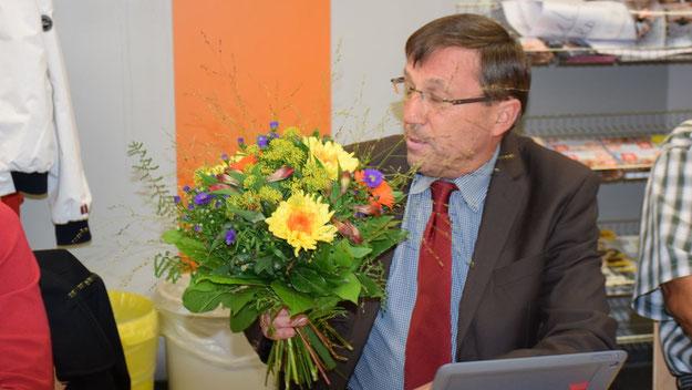 Blumen von der CDU-Fraktion erhielt der neue Ratsherr Matthias Gädigk.