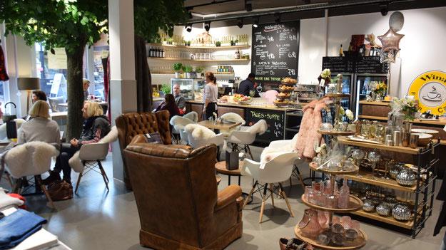 Eine gelungene Kombination: Das Café und der Shop-Bereich für Lifestyle- und Ambiente-Artikel und  Mode
