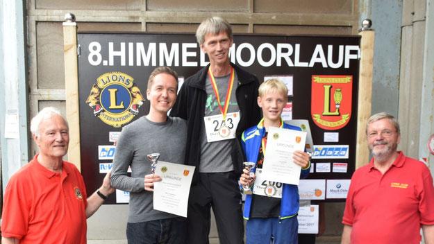 Die Sieger der Kurzstrecke: Jan-Toben Boysen (1. Platz, Mitte), Björn Pannemann (2. Platz, links) und Finn Drews (3. Platz).