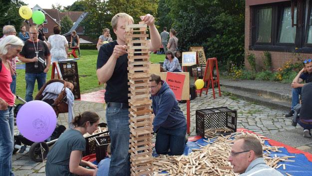 An den zahlreichen Holzspielen durften sich auch Väter versuchen