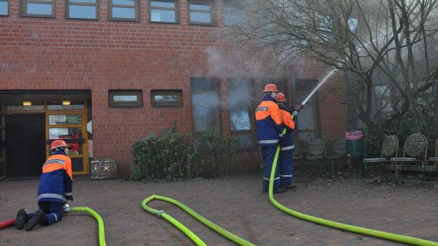 Realistisch drang Rauch aus dem Musikraum, in dem das Feuer ausgebrochen sein sollte.
