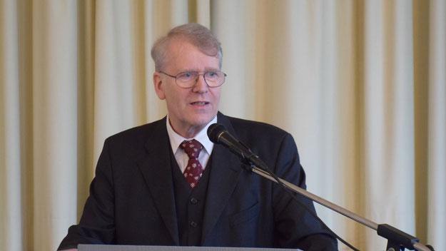 Hartmut Ermes erstattete zum letzten Mal Bericht als Vorsitzender des Kirchengemeinderates.
