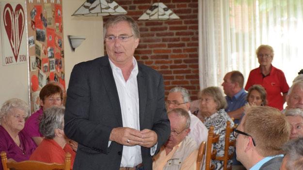Kreisvorsitzender Hans-Jürgen Damm erläuterte die Arbeit der AWO.