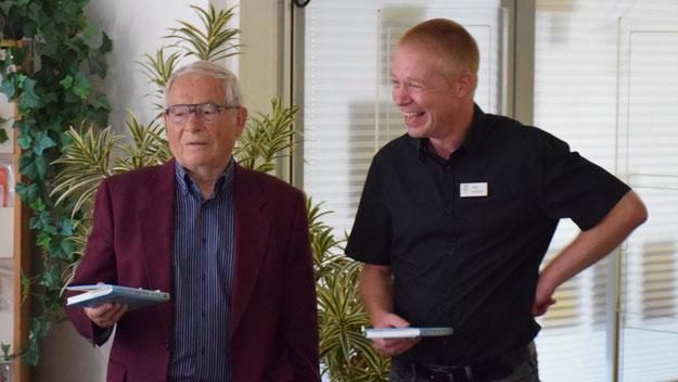 Stadtbücherei-Leiter Klaus Fechner freute sich, den Autor Peter Jäger wieder einmal zu einer Lesung begrüßen zu können.