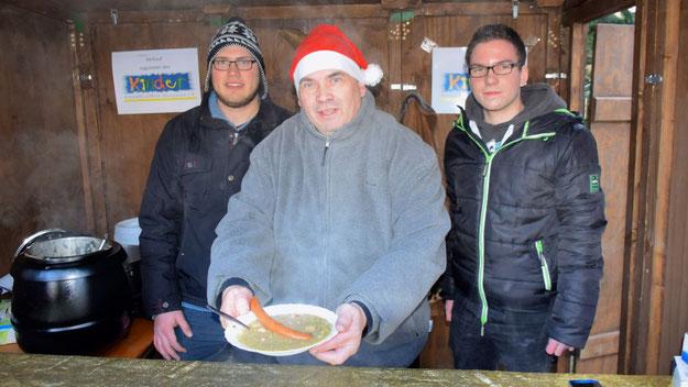 Jan Rowell verkaufte für den Eulenring leckere Erbsensuppe