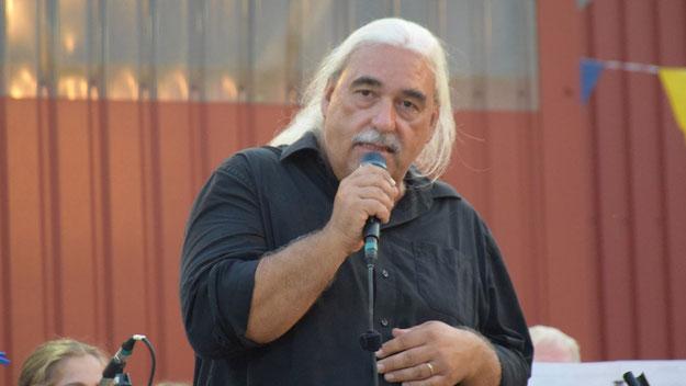 Frank-Peter Könen war nicht nur der gewohnt excellente Bandleader, sondern führte auch auf sympathische Weise durch das Programm