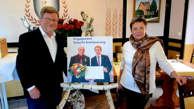 Theodor Hildebrecht und seine Frau Renate hatten den Empfang für den Förderverein perfekt vorbereitet und werden auch für eine Dokumentation der Veranstaltung sorgen.