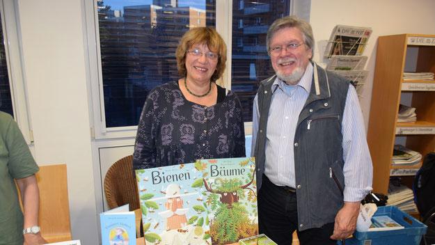 Buchhändlerin Theophil und Verleger Günther Döscher freuten sich über die positive Resonanz auf das neue Buch von Autor Peter Jäger