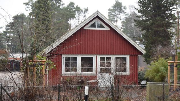 Im Zuge des Schulausbaus wird wohl auch das kleine Schwedenhäuschen verschwinden.