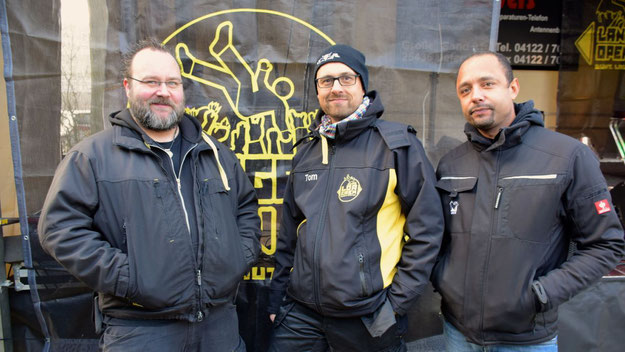 Jan-Hendrik Steffen, Holger Kujawsky und Tom Gansor vom Langeln Open Air sorgten für einen reibungslosen Ablauf auf der Bühne und für einen gute Sound.