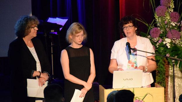 Die Lehrerinnen Anke Oellrich, Heike Freese und Hilke Nieting dankten auch den Eltern, die ihren Anteil am Erfolg ihrer Kinder hätten