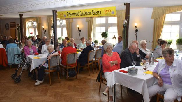 Freuten sich über die musikalische Unterhaltung: die Gäste der Jubiläumsfeier