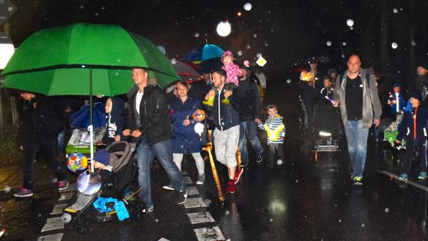 Regenschirme statt Laternen: Hier ein besonders beeindruckendes Modell.