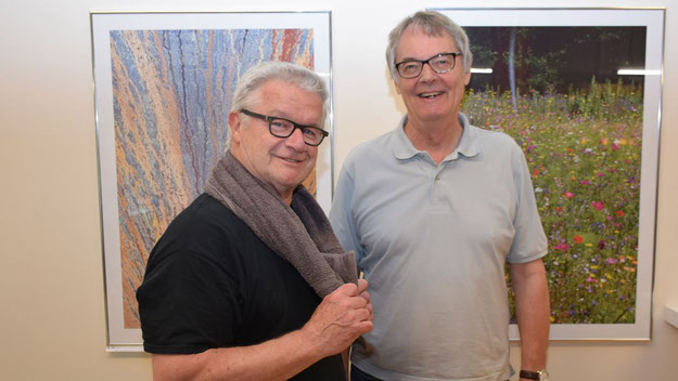 Jürgen Sohn, Vorsitzender des TuS Holstein, freut sich über den inspirierenden Wandschmuck im Fitness-Studio des Vereins.