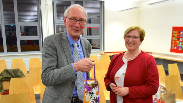 Sie arbeiteten viele Jahre zusammen: Hensel und Cathrin Stank, Mitarbeiterin im Büro des Bürgermeisters