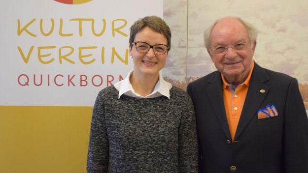 """Bettina Schneider unterstützte ihren Vater Johannes Schneider mit einem bebilderten Vortrag über die """"Kulturlandschaft Quickborn"""""""