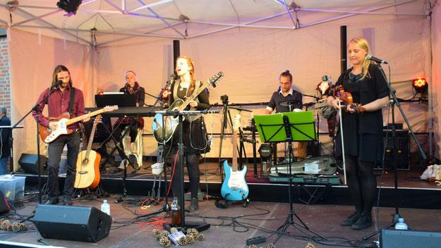 Mit sanften Folkrock-Klängen unterhielt die Gruppe Dreamwood.