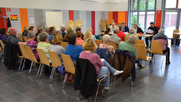 Rund 40 Besucher verfolgten die Diskussion zum Integrationsgesetz.