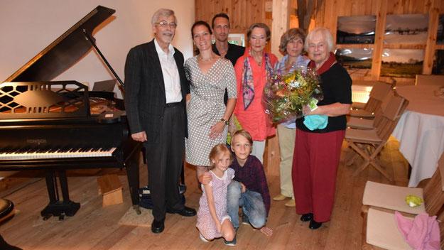 Gastgeberin Margreth Cotterell freute sich gemeinsam mit der Familie des Künstlers über einen gelungenen Konzertabend.