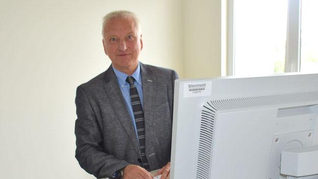 Arbeitet im Stehen: Fachbereichsleiter Michael Görres