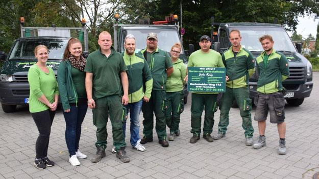 Justin König und sein Team übernehmen für ein Jahr ohne Berechnung die Pflege der Boule-Bahn.