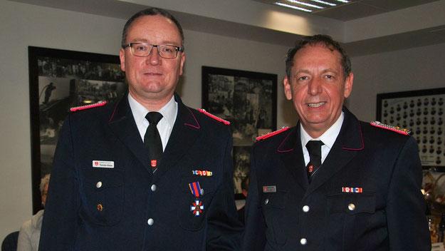 Thorsten Wiehe, der seit 20 Jahren Schriftführer ist und zudem 14 Jahre als Gruppenführer und 2 Jahre als Zugführer tätig war, wurde für seine langjährige Vorstandsarbeit mit dem Schleswig-Holsteinischen Feuerwehr-Ehrenkreuz in Bronze geehrt.