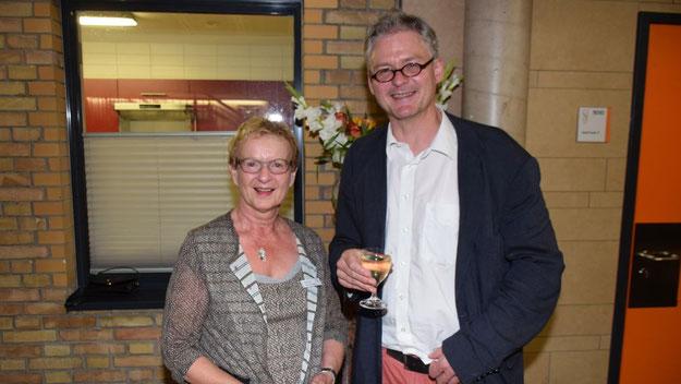 """Eberhard Hasenfratz und Schriftführerin Bärbel Schneider freuten sich über den Erfolg ihres """"etwas anderes Programms""""."""