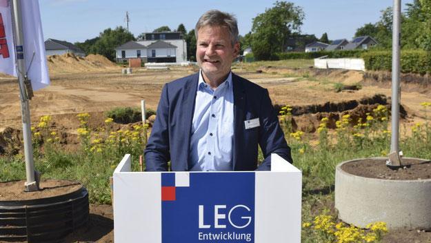 LEG-Geschäftsführer Burkhard Schmütz freute sich besonders, dass seine Gesellschaft die Grundstücke trotz der attraktiven Lage im Hamburger Umland zu moderaten Grundstückspreisen von durchschnittlich 285 Euro/qm anbieten konnte.
