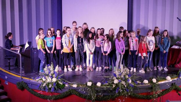 """Unter der Leitung von Vanessa Horn sorgte der Chor mit dem Song """"Counting Stars"""" für ein musikalisches Intermezzo"""