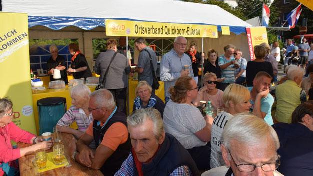 Über volle Tische konnte sich der Sozialverband Quickborn-Ellerau freuen.