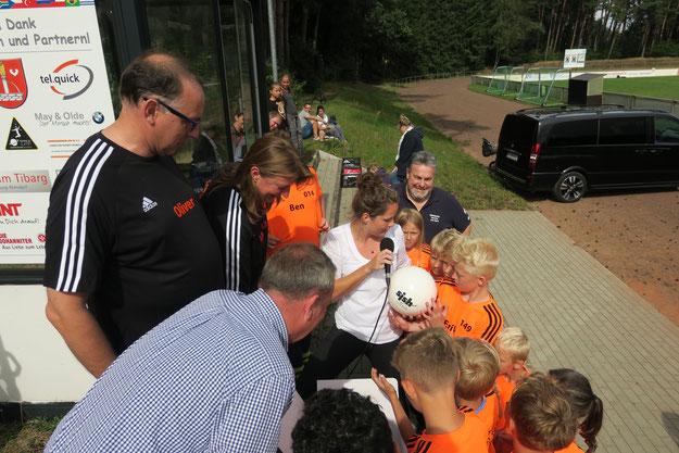 """Verleihung des Starterpakets """"Kein Kind ohne Sport"""" von Sportjugend Schleswig-Holstein, Kreissportverband und Schleswig-Holstein Netzt AG."""