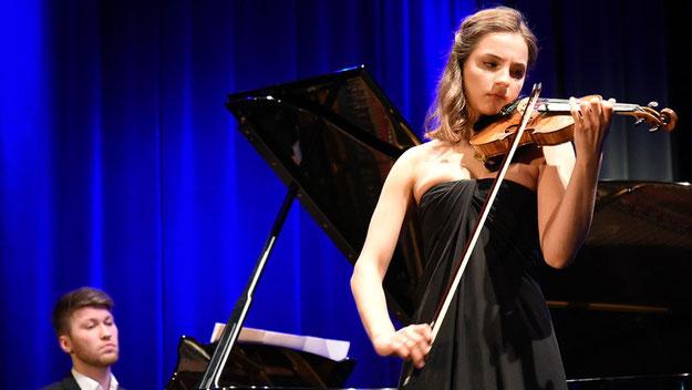 Luise Wehr (20) brillierte mit ihrem Violin-Spiel, begleitet von Alexander Vorontsov (21)