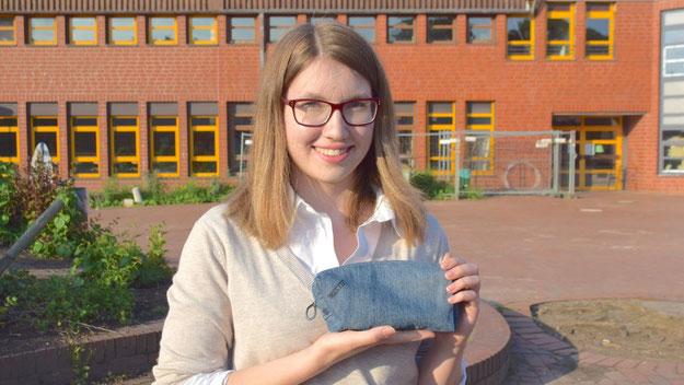 Taschen wie diese hat Produktionsleiterin Johanna Bruhn gemeinsam mit ihren Mitarbeitern und Mitarbeiterinnen hergestellt