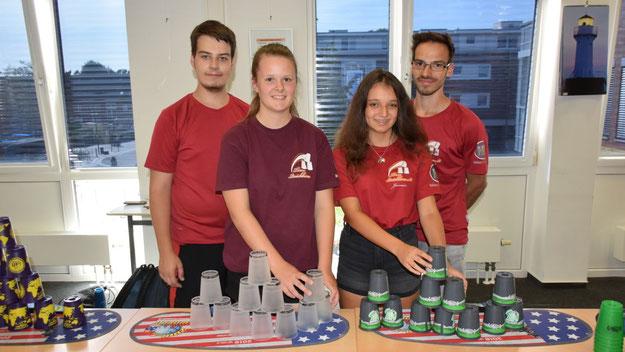Das Quickborner Stacking-Team mit Daniel Kern, Finya Hollin, Jasmin Heckmann und Patrick Kern (v.l.) begeisterte mit seinen Vorführungen und führte Interessenten bereitwillig in die Grundlagen ihres Sports ein.