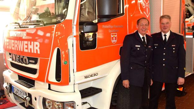 Gemeinsam mit Wehrführer Wido Schön freute sich Kreisbrandmeister Frank Homrich über die neuen Fahrzeuge.
