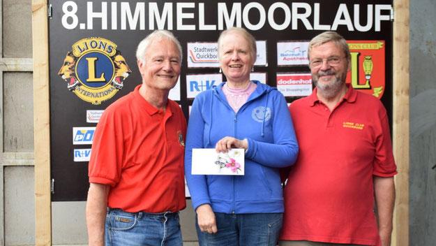 Die Lions bedankten sich besonders bei Monika Czerwonka, die gemeinsam mit ihrem Mann, der die Arbeiten auf dem Torfwerk leitet, eine entscheidende Stütze bei der Vorbereitung der Veranstaltung ist.
