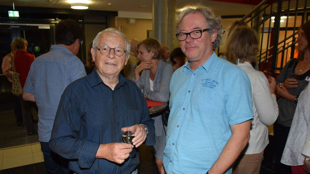 Beeindruckt zeigte sich Autor Peter Jäger (l.) von den Stimmen der Protagonisten, während Lorenz Jensen, Leiter der Musikschule Quickborn, die Leistung der Begleitband lobte.