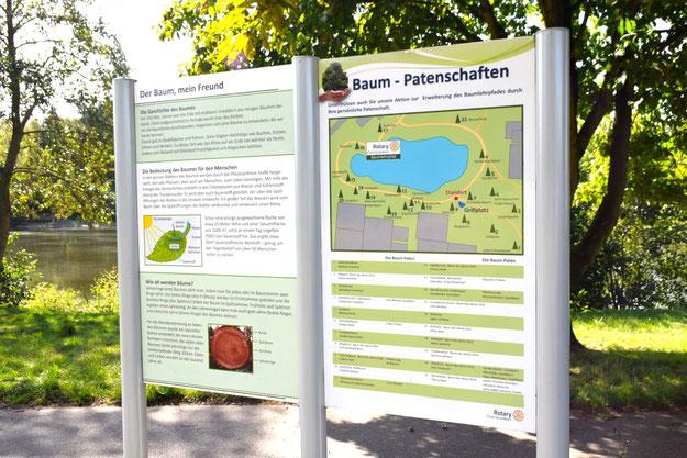 Am Freizeitsee informieren diese Tafeln über den Baumlehrpfad. Sie sollen jetzt aktualisiert werden